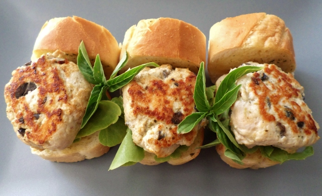 Chicken and Basil Pesto Sliders in Garlic Bread 'Buns' | Recipe ...